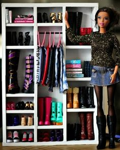 7 Reasons Why You Need Furniture For Your Barbie Dolls Hey, It's Muff: Use cardboard and craft sticks to make an awesome Barbie wardrobe!Hey, It's Muff: Use cardboard and craft sticks to make an awesome Barbie wardrobe! Barbie Dolls Diy, Barbie Doll House, Barbie Kids, Barbie Dream House, Habit Barbie, Barbie Stil, Accessoires Barbie, Craft Stick Crafts, Craft Sticks