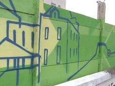 Grafiteiros fazem arte em tapumes das obras do VLT na Baixada Santista