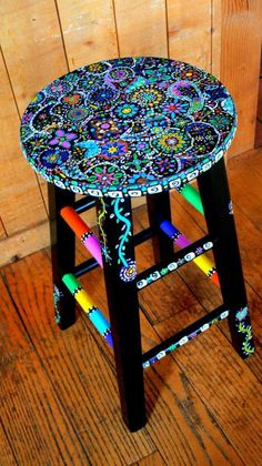 81 Cool Painted Stool Inspirations – Futurist Architecture