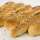 Veľké slané rožky Hot Dog Buns, Hot Dogs, Bread, Ethnic Recipes, Food, Candle, Meal, Essen, Hoods