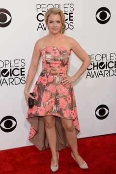 Melissa Joan Hart flaunts this pretty floral dress well! #peopleschoiceawards www.glossybox.co.uk