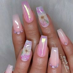Semi-permanent varnish, false nails, patches: which manicure to choose? - My Nails Cute Acrylic Nails, Cute Nails, Pretty Nails, Hair And Nails, My Nails, Nagellack Trends, Holographic Nails, Nagel Gel, Nail Decorations