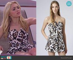 Emma's leopard print playsuit on Jessie.  Outfit Details: http://wornontv.net/49579/ #Jessie