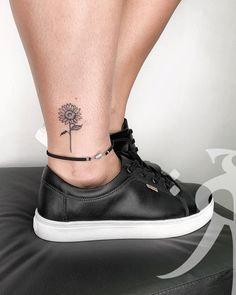 41 pretty sunflower tattoo ideas you can copy now . - 41 pretty sunflower tattoo ideas you can copy now - Tattoo Calf, Form Tattoo, Shape Tattoo, Tattoo You, Back Tattoo, Cute Ankle Tattoos, Ankle Tattoos For Women, Ankle Tattoo Small, Cute Tattoos