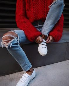That one pair of you'll want to wear all the time! Outfits Otoño, Jean Outfits, Fall Outfits, Casual Outfits, Fashion Outfits, Fashion 2018, Red Sweater Outfit, Outfit Jeans, Fall Sweaters
