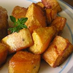 Cajun Style Baked Sweet Potato Tired of the same old baked sweet potato? These sweet potatoes are seasoned with a homemade herb and spice mix. I Love Food, Good Food, Yummy Food, Tasty, Chimichurri, Great Recipes, Favorite Recipes, Interesting Recipes, Cooking Recipes