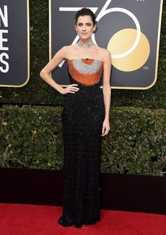 Allison Williams from 2018 Golden Globes Red Carpet Fashion In Armani Privé Celebrity Red Carpet, Celebrity Dresses, Celebrity Style, Celebrity Gossip, Celebrity News, Total Black, Armani Prive, Black Queen, Golden Globe Award