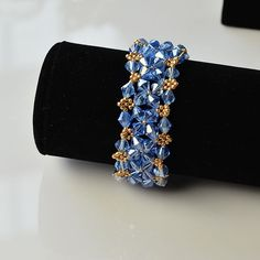 Wanna make an ocean bead bracelet? Look here! This tutorial will show an ocean style blue glass bead bracelet to you all. Crochet Beaded Bracelets, Beaded Bracelets Tutorial, Beaded Bracelet Patterns, Seed Bead Bracelets, Handmade Bracelets, Bracelets For Men, Fashion Bracelets, Jewelry Bracelets, Seed Beads