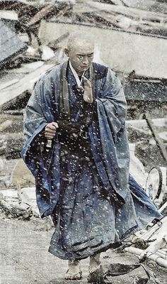 praying for the victims of  earthquakes,Japan
