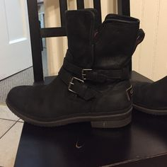 Ugg Simmens Boot. Size 9. Gently used. Retail $189 Gently used and in great condition! Very comfortable and waterproof leather! UGG Shoes Winter & Rain Boots