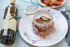 Filetti di trota in vasocottura con zucchine, olive e pomodorini