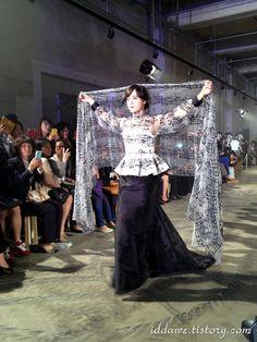 한글, 아름다움의 미를 탐하다. - 2013 청주국제공예비엔날레 디자이너 이상봉 한글 패션쇼