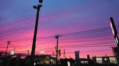 お疲れさまです (o)       #夕陽 #sky #sun #sunset #sunshine #sol #red #sky #orange #instasunsets #sunset_lovee #sunrays #color #sunsetlovers #scenicsunset #sunsethunter#clouds #いわし雲 #うろこ雲 #Xperia #hokkaido  Today was very hot.  今日は激暑い日どす室温になりました( ;ω A;)ダラダラ明日はもっと暑くなるらしい_(:3 )_