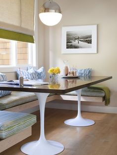 love bench seat kitchen tables- would look great in our kitchen