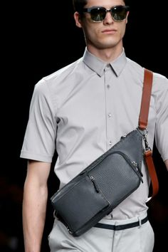 Fashion Show Gallery - Look 26 - Men's Spring/Summer 2015 Collection Leather Gifts, Leather Men, Summer 2015, Spring Summer, Men's Totes, Men's Backpacks, Gucci Men, Leather Accessories, Backpack Bags
