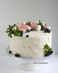 Kreemikakku Drip Cakes, Carrot Cake, Cakes And More, Waffles, Food And Drink, Yummy Food, Baking, Floral, Desserts