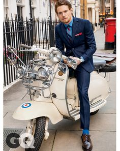 Jack O'Connell for the issue of January 2015 of the US GQ Magazine