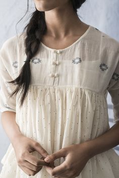 23 Tunic Dress For College - Outfit Trends Elegant Outfit, Elegant Dresses, Nice Dresses, Kurta Designs, Blouse Designs, Fashion Tips For Women, Womens Fashion, Indian Fashion, Ethnic Fashion