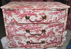 red toile drawers