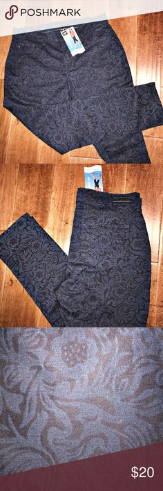 NWT Floral Skinny Jeans Lee Jeans Lee Jeans Easy Fit floral print navy blue skinny jeans. Very lightweight jeans. Size 12 short. Lee Jeans Skinny