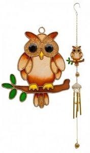 9,90€/kpl + toimituskulut. www.urielkorut.com  Tuulikello, jossa koristeosana on puunoksalla istuva pöllö.  Pöllö 7 cm. Kokonaiskorkeus 54 cm. Ripustuskoukku.