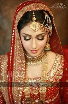 A 'softer' desi bridal/shaadi makeup look with more focus on highlighting and so… Ein 'weicherer' Desi Braut / Shaadi Make-up Look mit mehr Fokus auf … Desi Bride, Desi Wedding, Wedding Wear, Wedding Bride, Wedding Makeup, Pakistani Bridal Makeup, Pakistani Wedding Dresses, Pakistan Bride, Braut Make-up