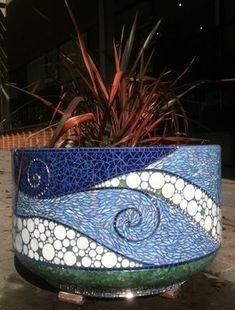 Gina Dominguez of Snapshot Mosaics in Montclair Mosaic Planters, Mosaic Vase, Mosaic Flower Pots, Blue Mosaic, Mosaic Diy, Mosaic Garden, Mosaic Crafts, Mosaic Projects, Mosaic Tiles