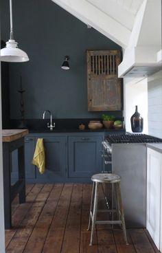 Touches de moderne dans cette cuisine rustique  http://www.homelisty.com/cuisine-rustique/
