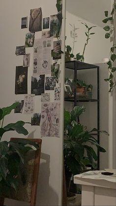 Indie Room Decor, Cute Room Decor, Room Design Bedroom, Room Ideas Bedroom, Bedroom Decor Pictures, Bedroom Inspo, Cute Room Ideas, Room With Plants, Grunge Room