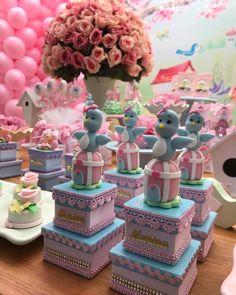 Agora os detalhes pq nós amamos!  #amaisfestas_ #temajardim #jardimencantado #festamenina #jardim #mimosdeluxo #personalizados #mimosamaisfestas Birthday Party Favors, Birthday Parties, Wedding Tissues, Bird Party, Craft Wedding, Alice, Diy And Crafts, Birthdays, Baby Shower