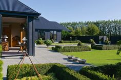 Hard to believe that this magnificent house and garden, located in the Wairarapa region of New Zealand, owned by New Zealand landscape designer, Lyn Eglinton, was nothing but a bare paddock in Modern Barn House, Modern House Design, Style At Home, New Zealand Houses, Shed Homes, Black House, Exterior Design, Modern Exterior, House Colors