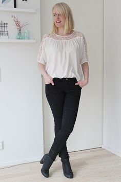 black skinny jeans white lace blouse black ankle boots