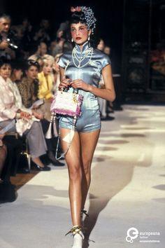 John Galliano for The House of Dior Winter Haute Couture Fashion Week, 90s Fashion, Runway Fashion, High Fashion, Vintage Fashion, Fashion Looks, Fashion Outfits, Womens Fashion, Fashion Brands