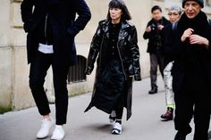 The Best Street Style From Paris Fashion Week Fall 2018 Cool Street Fashion, Paris Fashion, Runway Fashion, Street Style, Womens Fashion, Fall 2018, Rei Kawakubo, Dressing, Good Things