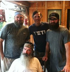 Duck Dynasty's Jase Robertson went out of his comfort zone BIG TIME for daughter Mia. It's hard to imagine anyone on Duck Dynasty without a beard! Duck Dynasty Sadie, Duck Dynasty Family, Willie Robertson, Robertson Family, Reed Robertson, Duck Dynasty Beards, Dynasty Tv Show, Duck Commander, Quack Quack