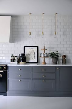 5 Unique Tricks Modern Backsplash Color metal back Stained Kitchen Cabinets, Cheap Kitchen Cabinets, Kitchen Backsplash, Copper Backsplash, Backsplash Ideas, Kitchen Interior, Kitchen Decor, Kitchen Layout, Kitchen With High Ceilings