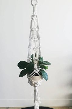Makramee Macrame Plant Hanger The Three Types Of Gas Fireplaces One of the most beautiful and practi Macrame Hanging Planter, Macrame Plant Holder, Plant Holders, Hanging Planters, Jouer Au Poker, Macrame Design, Macrame Projects, Macrame Patterns, Plant Wall