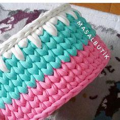 E essas cores? Perfeito! Feito por @masalbutik_ ❤ . Cara da @hanan_mustafa . . #Trapilho #fiosdemalha #fiodemalha #crochetaddict #handmade #handmadewithlove #totora #alfombra #shirtyarn #feitocomamor #decor #knit #knitting #rugs #croche #crochet #artecomfiosdemalha #artesanato #feitoamao #vendofiosdemalha #organizadores #fiosecologicos #quartodemenina #cestofiodemalha #fiosdemalha #feitoamao