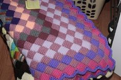 Entrelac in the Round: free pattern for Tunisian crochet (link shows several other neat Tunisian patterns)
