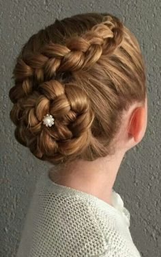 Best Picture For junior bridesmaid hair accessories For Your Taste You are looking for something, an Ballet Hairstyles, Flower Girl Hairstyles, Little Girl Hairstyles, Wedding Hairstyles, Teen Hairstyles, School Hairstyles, Natural Hairstyles, Flower Girl Updo, Peinado Updo