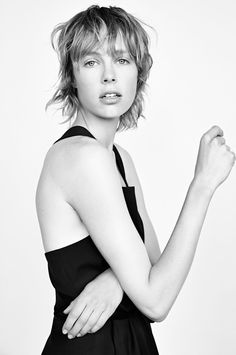 Edie Campbell with a short shaggy haircut #hair #beauty #model