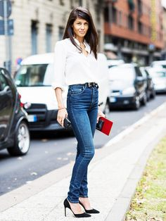 When in doubt, always wear a button-down, jeans, and black pumps