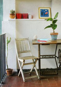 Vieja máquina de coser convertida en mesa