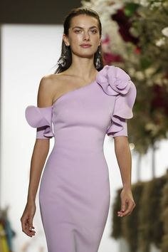 Look Over This Hairstyle Trend for Sleek gel wet hair. Badgley Mischka Spring Summer – The post Hairstyle Trend for Sleek gel wet hair. Fashion Mode, Look Fashion, Couture Fashion, Fashion Show, Fashion Design, Classic Fashion, Elegant Dresses, Cute Dresses, Beautiful Dresses