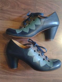 1930s STYLE CHIE MIHARA shoes brand never worn navy lace up spectator 39