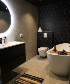 Very good looking bath. This bathroomCredit: Dark Bathrooms, Amazing Bathrooms, Clear Bins, Best Bathroom Designs, Dere, Style Tile, Washroom, Interior Inspiration, How To Look Better