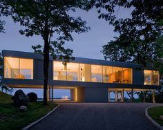 Panoramic Views Surround This Cantilevered House From All Four Sides