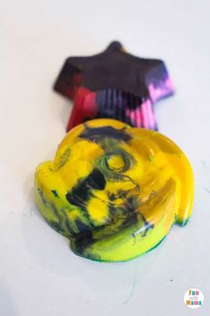 Have broken pieces of crayon laying around the house? Don't throw it out! Whip up some of your own DIY crayons by making some fun melted crayon shapes!