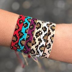Woven beads I needed to show you how to make a bracelet with natural stone and leather thread with video. Loom Bracelet Patterns, Bead Loom Bracelets, Beaded Wrap Bracelets, Bracelet Crafts, Bead Loom Patterns, Jewelry Patterns, Beading Patterns, Beading Ideas, Leather Thread