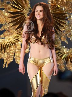 Sa pangalawang pagkakataon ay rumampa si Marian Rivera bilang pinakamaganda at pinaka-sexy na babae sa bansa sa victory party ng FHM Philippines 100 Sexiest Women in the World 2013.